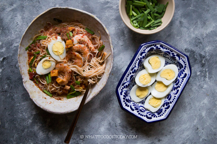 Mee Siam Kuah (Rice Vermicelli Noodles in Gravy)