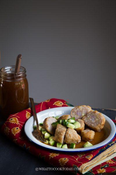 Pempek Ayam dan Saus Cuko (Savory Chicken Cakes with Sauce)