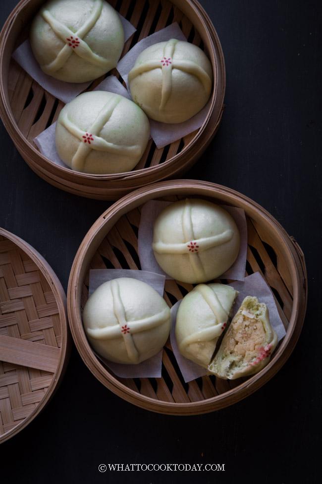 Easy Steamed Pandan Hot Cross Buns