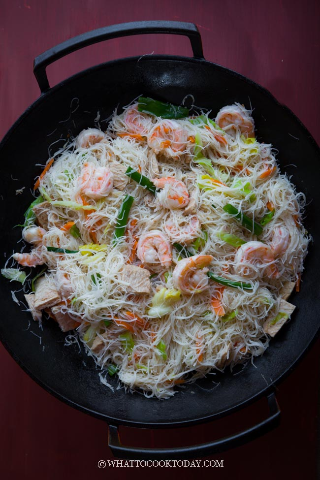 Stir-fried White Bee Hoon (Bihun Goreng Putih)