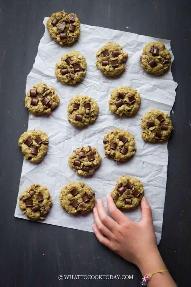 Soft Chewy Matcha Oatmeal Chocolate Chunks Cookies (Simply The BEST!)