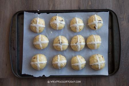 Softest Fluffiest Hot Cross Buns Ever! (Tangzhong Method)