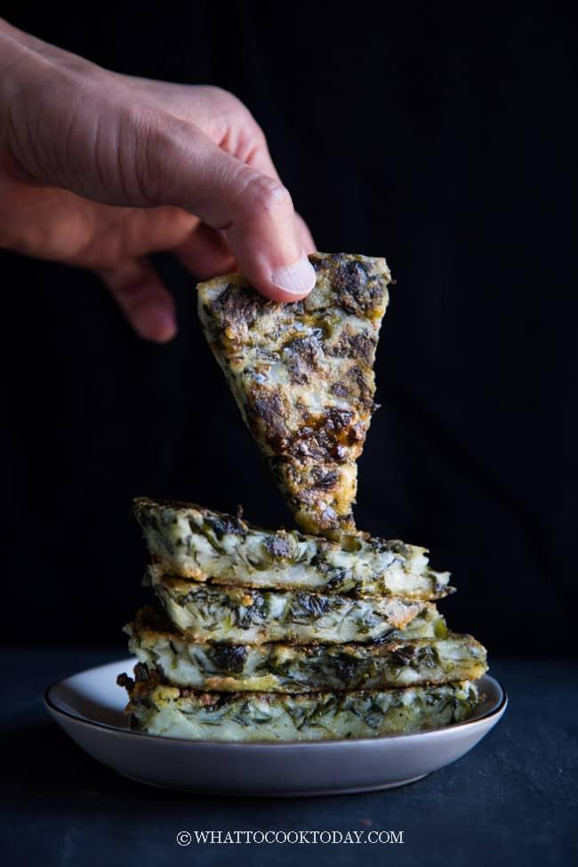 Kanom Gui Chai Tod (Thai Pan-fried Chive Cakes)