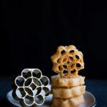Kue Kembang Goyang - Kuih Loyang (Honeycomb Cookies)