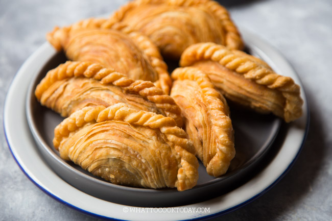 Spiral Curry Puff / Karipap Pusing / Karipok (Baked or Fried)