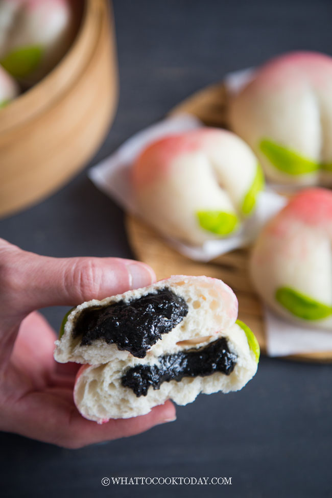 Longevity Peach Steamed Buns (Shòutáo Bao - 寿桃包)