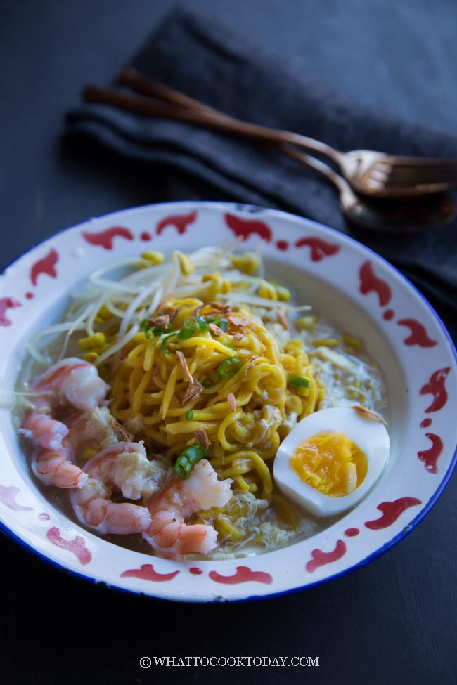 Mie Celor Palembang (Seafood Noodles in Coconut Broth)