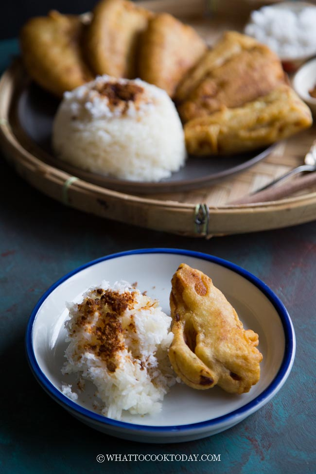 Pisang Goreng Ketan Kelapa (Indonesian Fried Banana with Sticky Rice and Coconut)