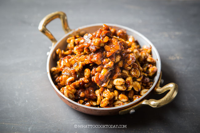 Kering Tempeh Kacang (Spicy and Sweet Fried Tempeh and Peanuts)