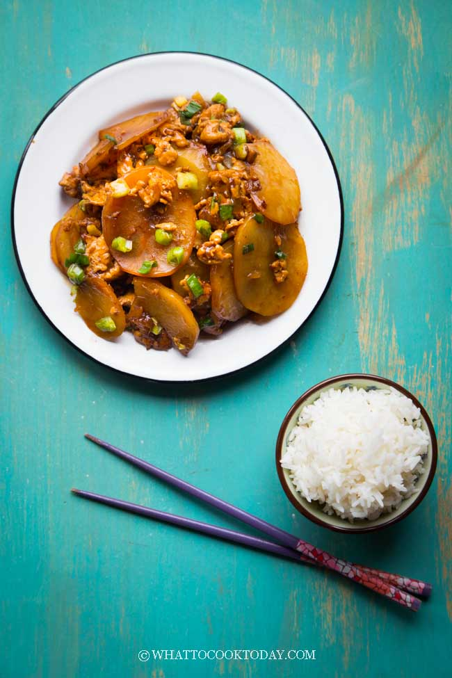 Indonesian Stir-fried Potatoes with Meat (Tumis Kentang Daging Cincang)