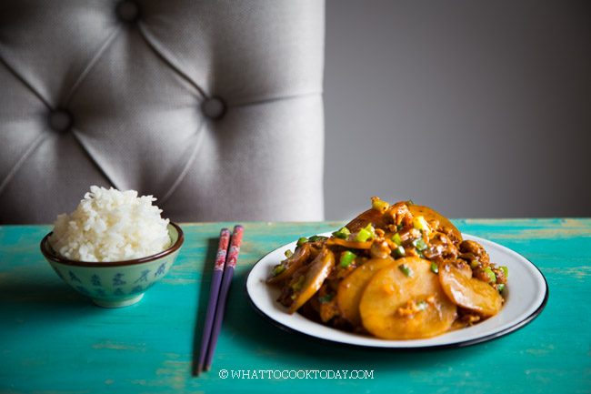 Easy Stir-fried Potatoes with Meat (Tumis Kentang Daging Cincang)