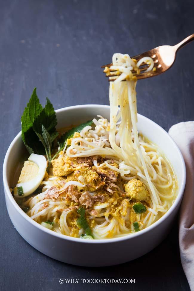 Laksa Ayam Betawi (Jakarta Coconut Chicken Noodle Soup)