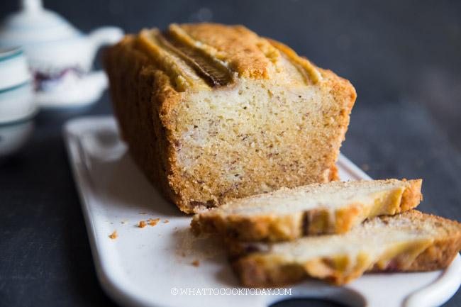 No-Fuss Healthier Soft, Fluffy, and Moist Banana Cake (Using Oil)