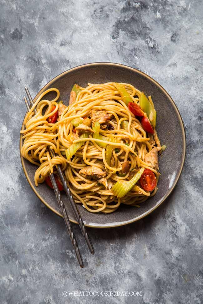 Super Easy Spicy Tom Yum Noodle Stir Fry