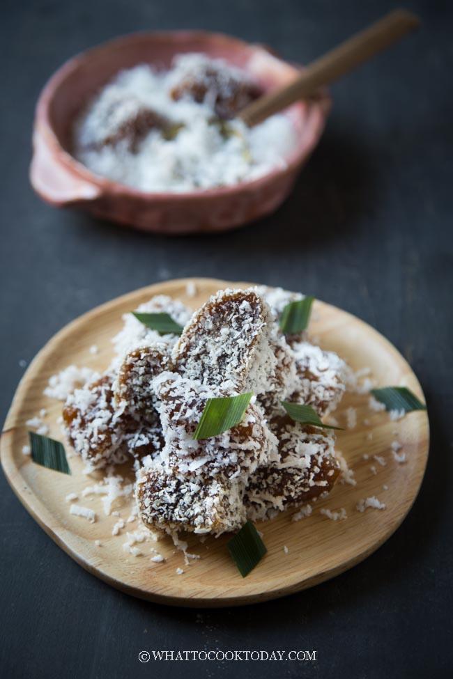 Ongol Ongol Tepung Kanji (Tapioca Starch Coconut Cake)