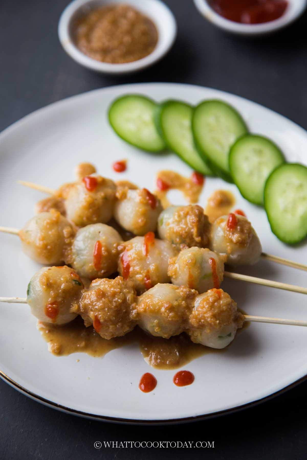 Cilok Bandung (Tapioca Balls with Peanut Sauce)
