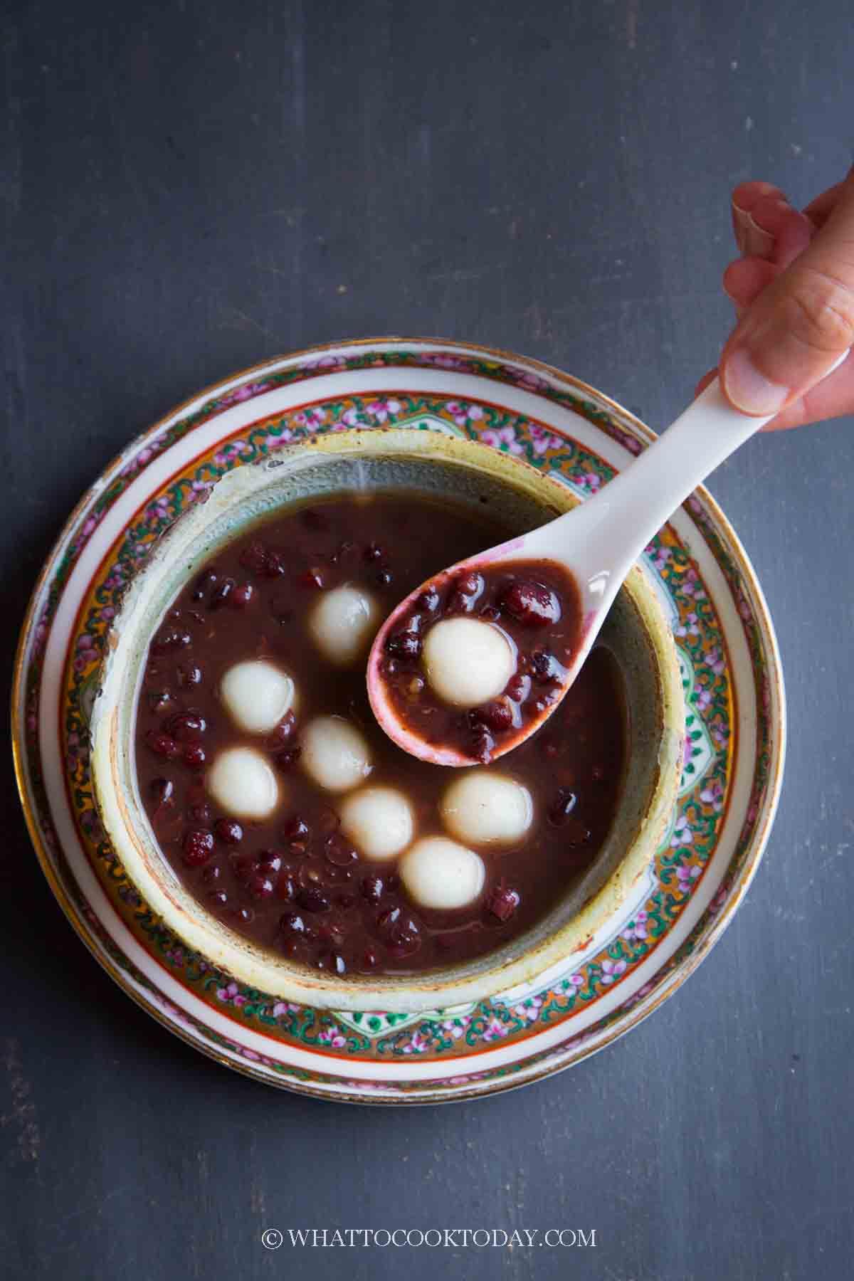 Sweet Red Bean Soup Tang Yuan (Mochi Balls)