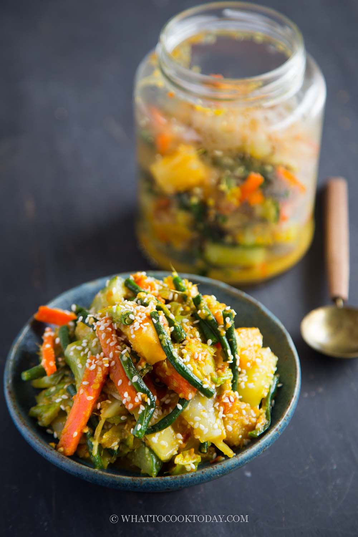 Nyonya Acar Awak (Nyonya Pickled Vegetables)