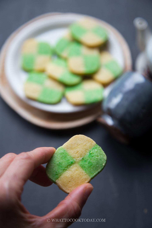 Easy Pandan Checkerboard Cookies (Biskut Dam)