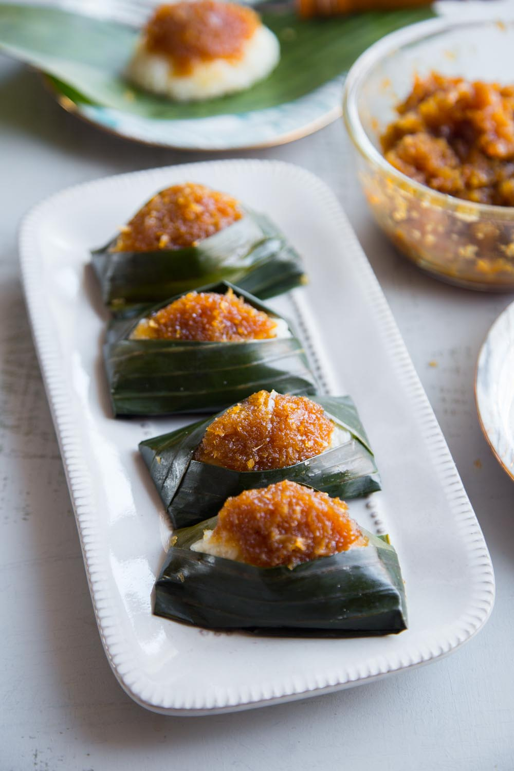 Nyonya Pulut Inti (Glutinous Rice With Sweet Coconut Topping)