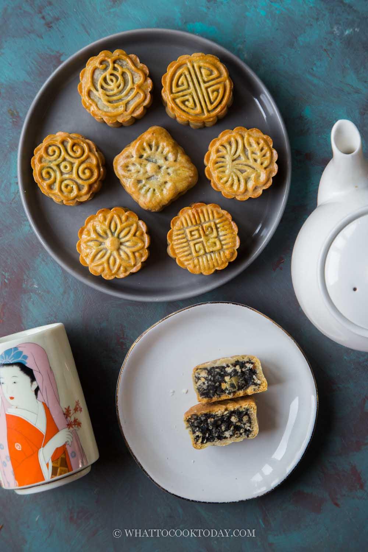 Traditional Black Sesame Walnut Baked Mooncake (No Golden Syrup)