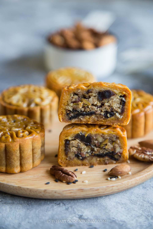 Easy Mixed Nuts and Fruits Mooncake (Wu Ren Yue Bing)